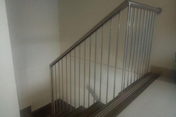 handrails162FEA4398-29DB-7D2E-13F0-735897FBBB14.jpg