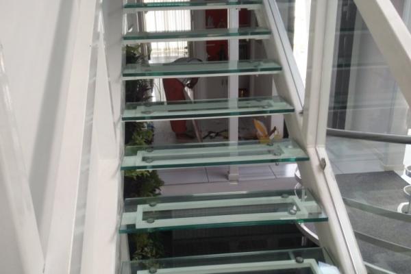 handrails18D9AACF1C-2105-F7A3-5BBE-832BFA4C945E.jpg