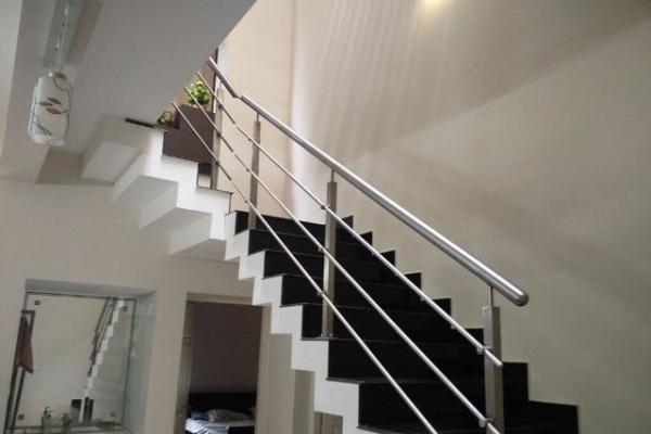 handrail12F4D2281-94E0-4BB2-A6CF-6BB5EB8BF692.jpg